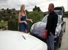 O carro da gostosa deu problema e ela deu pra pagar a ajuda