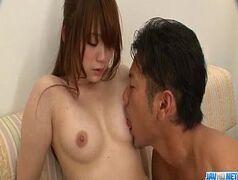 Linda asiatica dando a bucetinha apertada em um porno hd