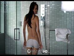 Magrinha sensual transando gostoso no banho