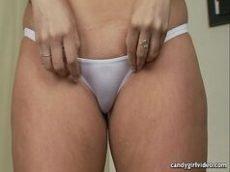 Mulher safada com uma calcinha pequena afim de meterola no prono HD
