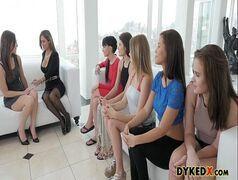 Mulheres gostosas se pegando cheias de vontade em um belo porno lesbico