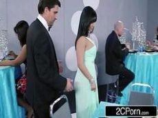 Mulheres gozando muito depois da festa de casamento