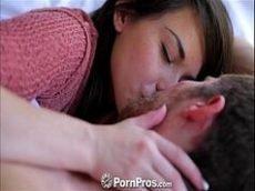 Ninfeta linda em um sexo bem excitante com seu namorado pirocudo