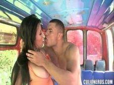 Ninfeta novinha fodendo gostoso com o namorado em um flagra amador