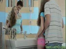 Novinha sensacional dando a buceta novinha pro namorado