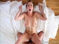 Peituda louca por sexo gozando gostoso na piroca