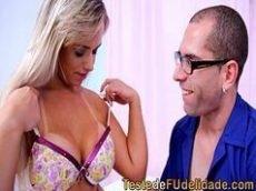 Video sexo brasil com a Angel Lima transando e deixando o Brad Montana com um par de chifre
