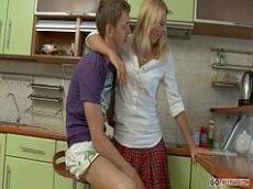 Branquinha do cuzinho rosada fazendo um sexo anal maravilhoso