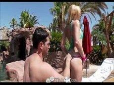 Garota bunduda sendo rasgada pelo amigo bem dotado