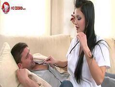 Garota morena mamando gostoso e dando a buceta branquinha