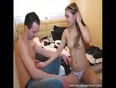 Jovem casal transando em uma foda amadora