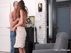 Magrinha experiente no sexo transando gostoso até ganhar leite no toba