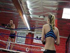 Natalia Starr loira sensacional fodendo forte em um ringue