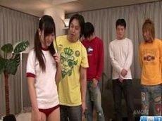 Novinha asiatica fazendo orgia com os amigos