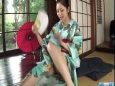 Oriental safada pagando um lindo boquete