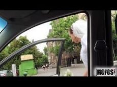 Amirah Adara dando uma trepada com o motorista