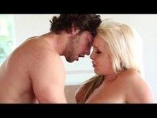Bela loira louca por piroca em um sexo ardente