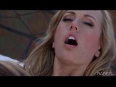 Brett Rossi e Nicole Aniston trocando belas chupadas