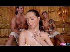Furacão porno em cena de sexo dentro da sauna com dois machitos