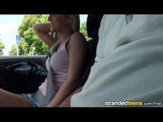 Katy Rose a safada sendo seduzida dentro do carro