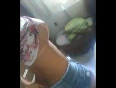 loira tezuda e muito peituda se exibindo na frente de sua webcam