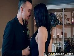 Boquetes com a morena caindo de boca no cacete do ator porno