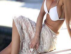 Capri Cavanni peituda muito sexy mamando sem parar