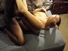 Chorando na rampa com benga grande do negão a loira em vídeo de sexo amador