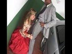Colocando a noiva pra chupar em seu cacete