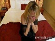 Comendo a coroa que começou a chorar por falta de rola