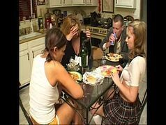 Comendo mae e filha