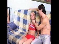 Comendo um cuzinho de uma novinha em cima do sofá