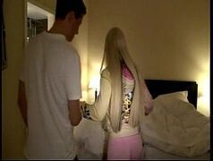 Danada da loira peituda garota de programa fodendo no motel