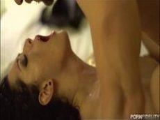 Katrina Jade atriz porno toda branquinha que adora uma pistolada na bucetinha rosinha