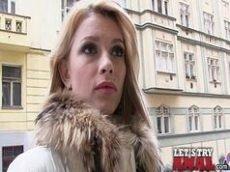 Loira safada e atriz porno que se chama Karina Grand