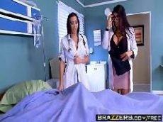 Médicas vadias e muito gostosa dando em cima do paciente bombadão da pica grande