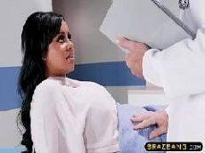 Médico pilantra transa com sua paciente gostosa