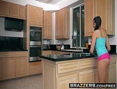 Magrinha dando na cozinha