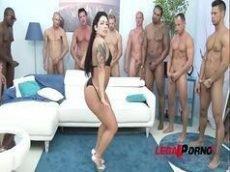 Monica Santiago piranha brasileira dando para uma galera enorme