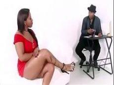 Morena brasileira fazendo ator porno gozar de felicidade no cam4
