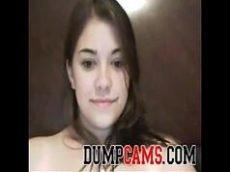 Morena gordinha mostrando os peitos gigantes na frente da webcam