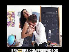 Moreninha  peituda soltando no professor