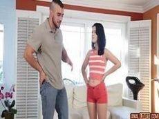 Novinha convencendo o primo  a comer ela bem gostoso