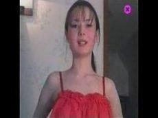 Novinha da russia de lingerie vermelho toda magrinha