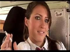 Novinhas safadas chupando a pingola do motorista do ônibus escolar