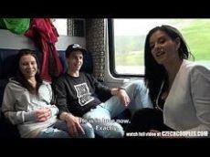 Orgia dentro do trem com duas ninfetas