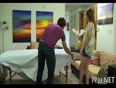 Pornhub massagista aproveitando para passar a pica em sua cliente