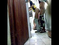 Porno caseiro passando o cacete de quatro na empregada