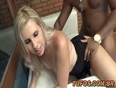 Porno com brasileiras com a loirinha muito gostosa que trabalha para a galera do tufos