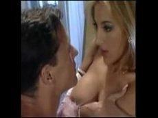 Porno italiano com uma loirinha linda